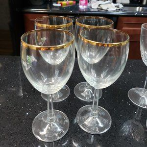 Set of 4 Wine Glasses with Gold Rim